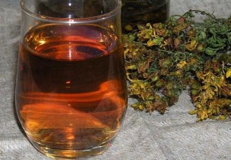 монастырский чай в стакане