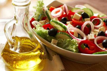 салат и оливковое масло