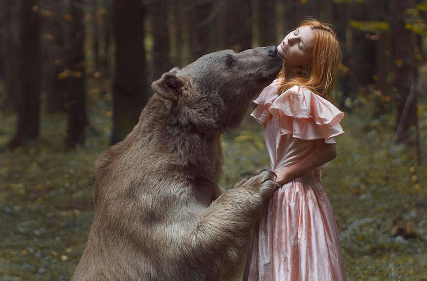 Русских девушек даже медведи целуют