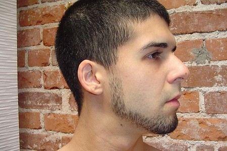 У подростка начинает расти борода
