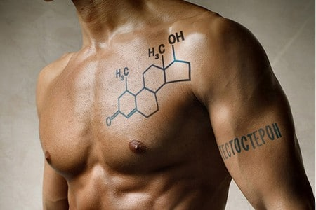 Формула тестостерона на мускулистом мужчине