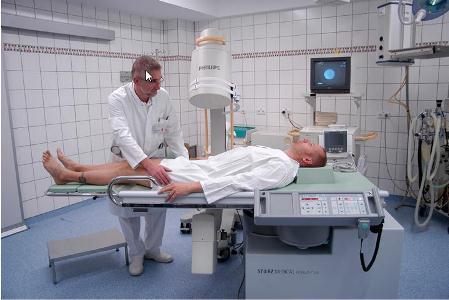 мужчина в операционной