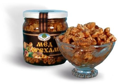 банка и пиала с мёдом и орехами