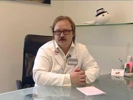 доктор сидит