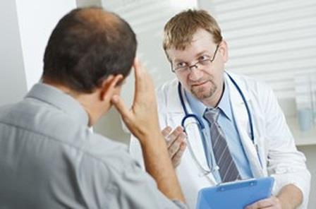 пациент рассказывает врачу