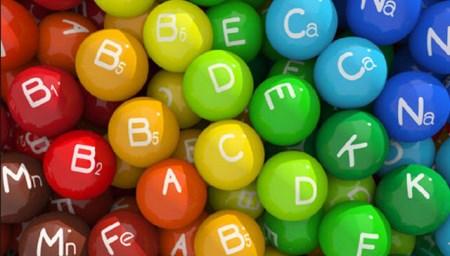 Нехватка витаминов может быть причиной этого недуга.