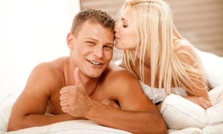 парень и девушка в постели довольны