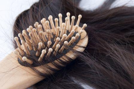 расчёска в волосах