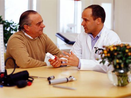 мужчина на приёме у врача