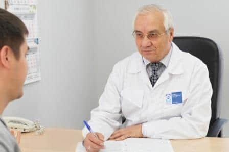 парень на приёме у врача