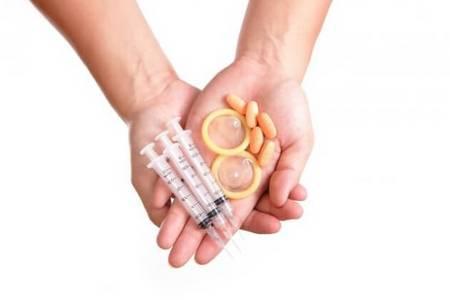 Контрацептивы в руках
