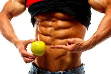 мужчина с яблоком