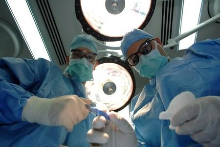 врачи в хирургической
