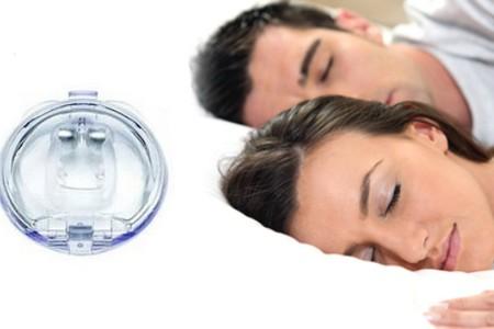 мужчина с женщиной спят