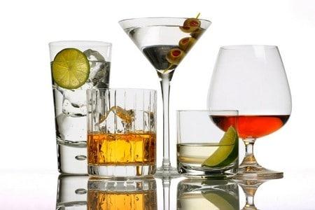 Стаканы с алкоголем