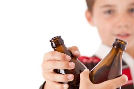 дети пьют пиво