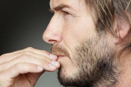 Неравномерная растительность на лице