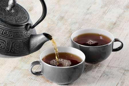 чайники кружки с чаем