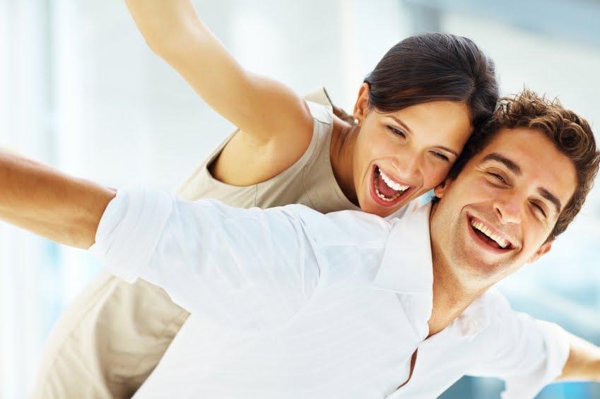 Мужчина и женщина счастливы