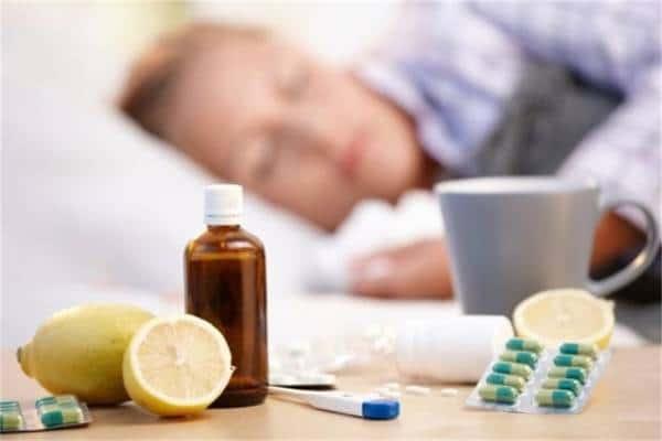 лимон, градусник и таблетки