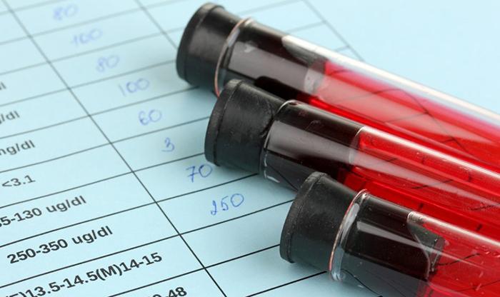 колбы с образцами крови
