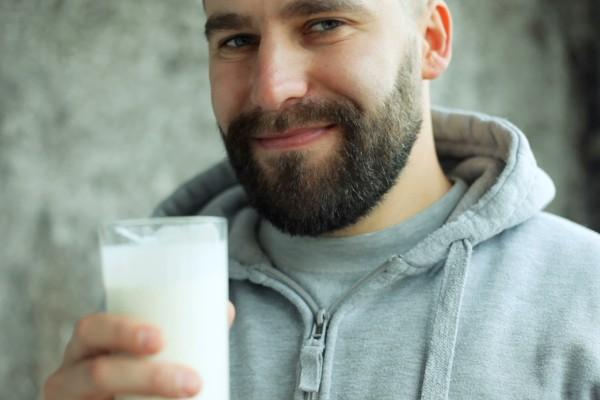 выпиваем молоко с сахаром
