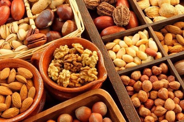 различные орехи в ассортименте
